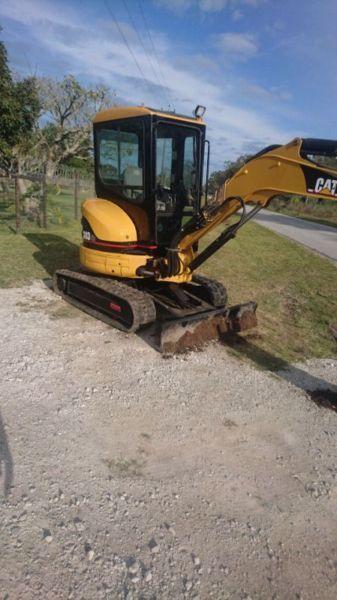 CAT Midi Excavator