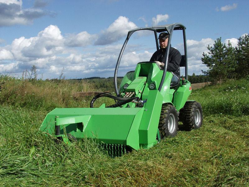 Avant 225: Articulated mini digger/loader/trencher/sweeper/mower
