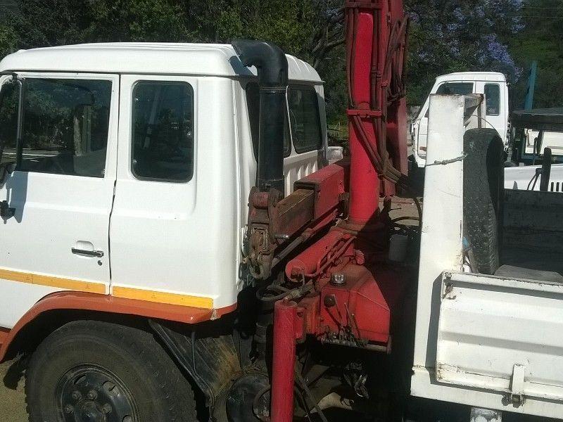 1992 Hino crane truck