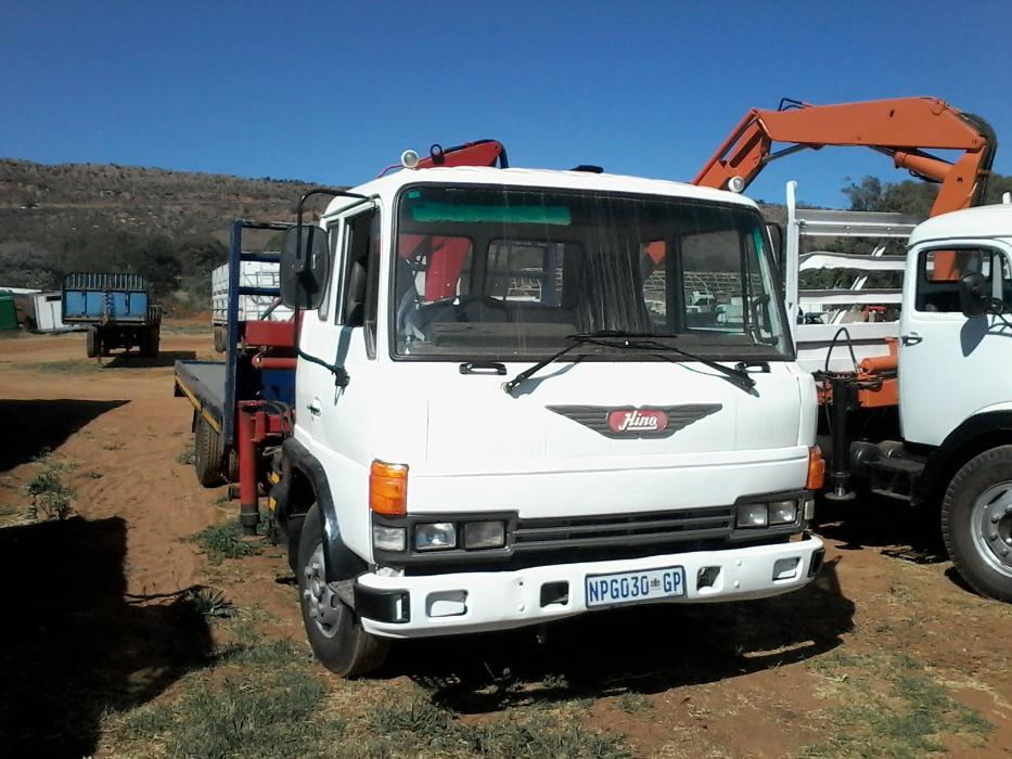 Hino Flat deck with crane