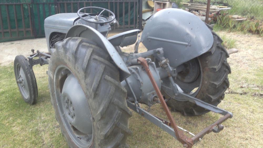 Vaaljapie Tractor with brus-hcutter - Good Runner