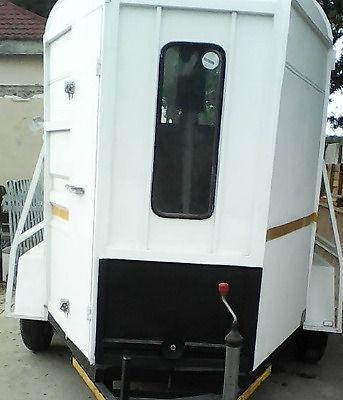 Horse Trailer in EXCELLENT condition : FOR SALE