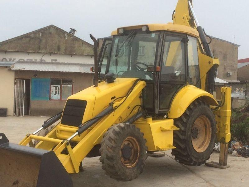2004 New Holland LB85