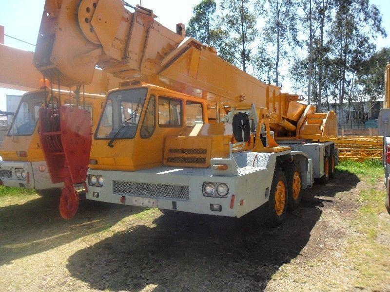 KATO MC 26 30 TON CRANE -PRICE REDUCED