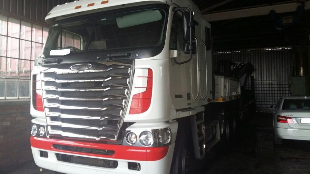 Used Freightliner Detroit with Lowbed and Crane for sale