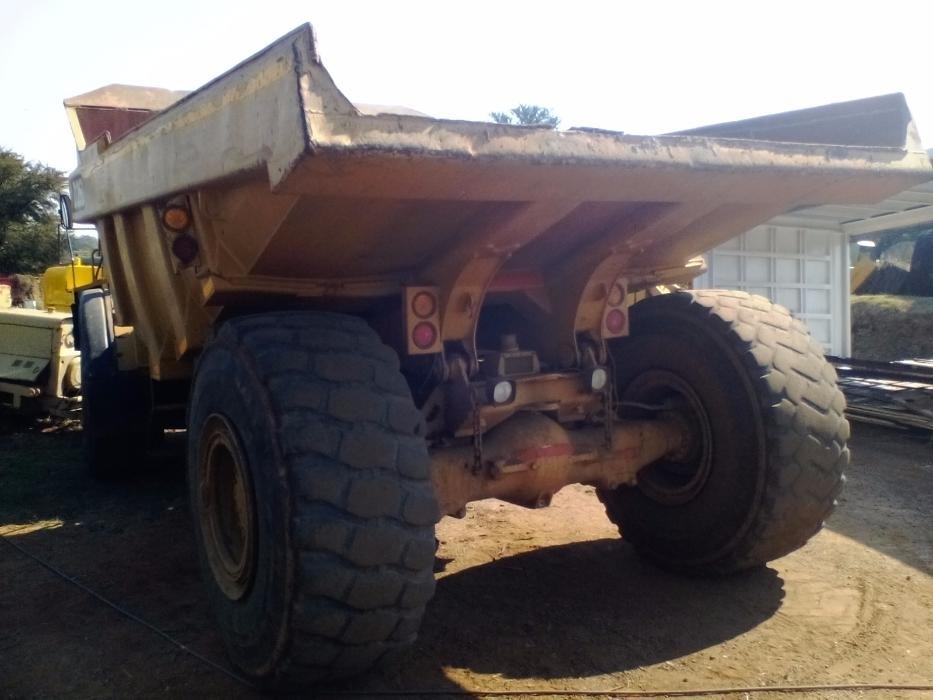 Caterpillar D25D Dump Truck