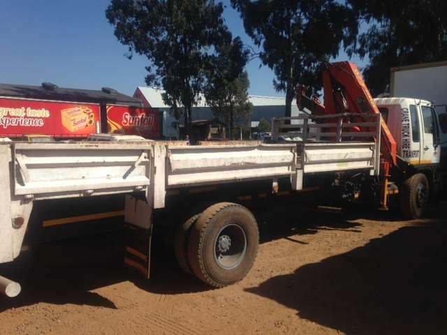 Hino crane truck