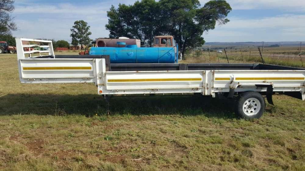 2 wheel flatdeck trailer