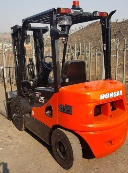 DEMO MODEL 2.5 TON DOOSAN FORKLIFT FOR SALE
