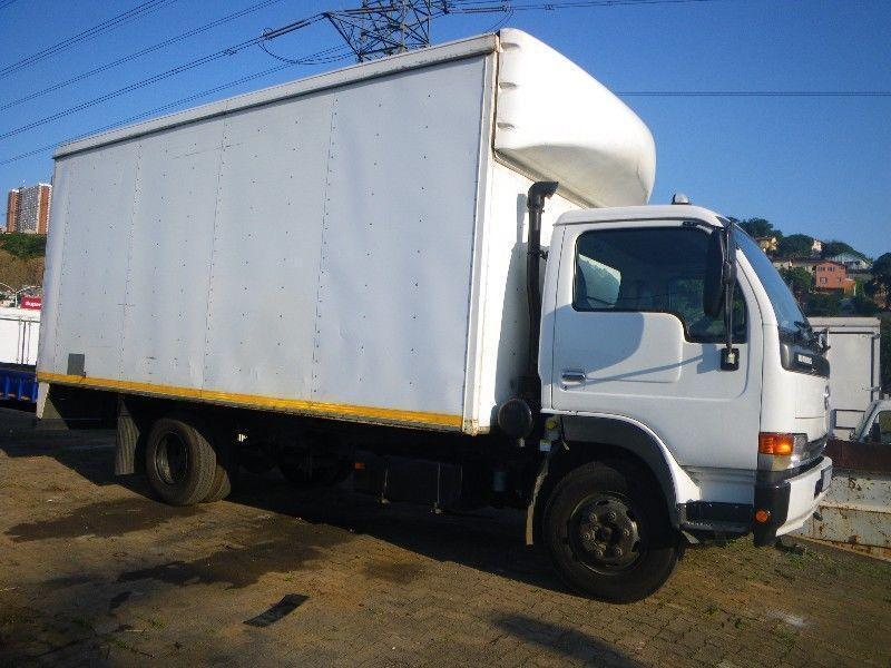 2011 white Nissan UD 40L-A 4x2 Truck R 230000+vat