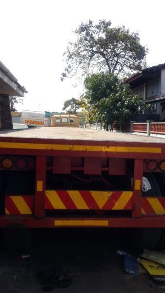 Henred tri-axle trailer