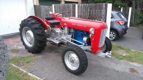 Tractor Massey Ferguson FE35 1965