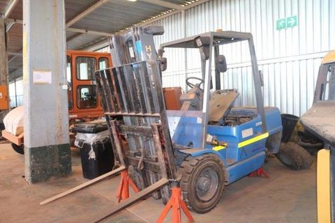Hyster H3XM Forklift Non Runner:Aveng Grinaker-LTA Defleet Cranes,Construction,Trucks Auction:4 Oct