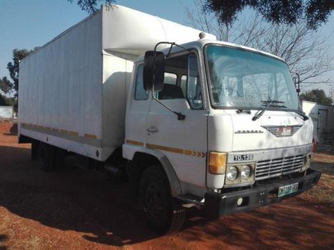 Hino 10-136 FD 6 Ton truck
