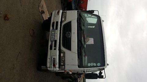 Nissan UD100