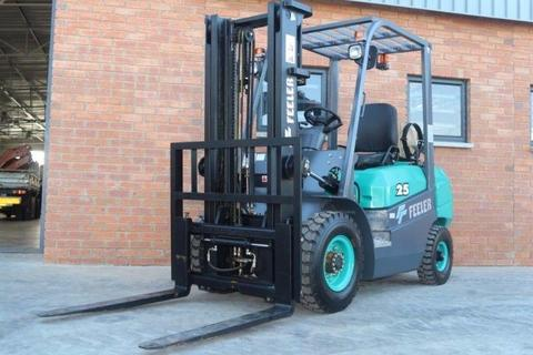 2 x Feeler 2.5 Ton Mitsubishi LPG Forklifts: Cape Town Truck, Construction & Vehicle Auction: 23 Nov