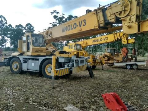 2 x Kato 25 ton cranes for sale