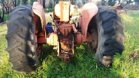 Tractor : International Harvester/ Case 844 tractor