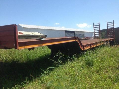 2013 UBT double axle Lowbed trailer ( 27T )