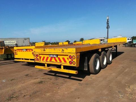 2002 Henred triaxle flat bed trailer