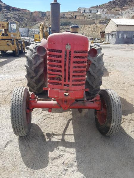 International Harvester B450 tractor