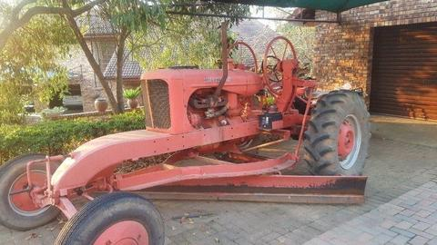Fully restored antique Tractor/Grader - Alles Chalmer 1933