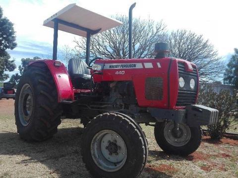 2009 MF 440 Tractor