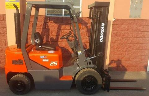 LATE MODEL 2.5 TON DIESEL FORKLIFTS FOR HIRE OR SALE