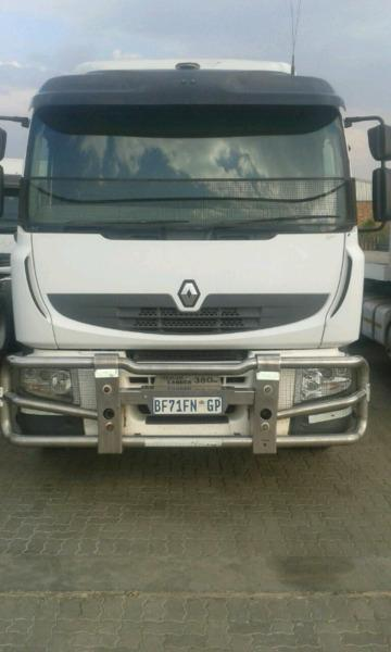 2012 Renault double diff truck with Volvo engine bargain